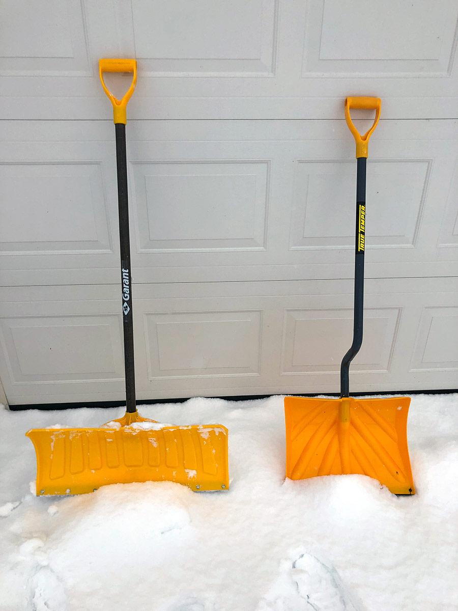 Push snow shovel and lift snow shovel